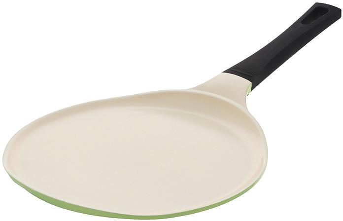 """Сковорода блинная Frybest """"Evergreen"""" выполнена из литого алюминия с инновационным   керамическим покрытием Ecolon, в производстве которого используются природные   материалы - камни и песок. Сковорода с очень низкими бортиками предназначена для   приготовления блинов и оладьев. Особая форма бортиков позволяет легко перевернуть   блюдо и облегчает сервировку.Особенности сковороды Frybest """"Evergreen"""":- мощная основа из литого алюминия, - специальное утолщенное дно для идеальной теплопроводности, - эргономичная, удлиненная Soft-touch ручка всегда остается холодной, - керамическое антипригарное покрытие, позволяющее готовить практически без масла,   - керамика как внутри, так и снаружи, легко готовить - легко мыть, - непревзойденная прочность и устойчивость к царапинам, - слой анионов (отрицательно заряженных ионов), обладающих антибактериальными   свойствами, они намного дольше сохраняют приготовленную пищу свежей, - отсутствие токсичных выделений в процессе приготовления пищи, - изысканное сочетание зеленого внешнего и нежного кремового внутреннего   керамического покрытия. Сковорода подходит для использования на стеклокерамических, газовых, электрических   плитах. Можно мыть в посудомоечной машине.   Характеристики:Материал: алюминий, бакелит. Цвет: зеленый. Внутренний диаметр сковороды: 26 см. Диаметр дна сковороды: 22 см. Высота стенки сковороды: 2 см. Толщина стенки сковороды: 3 мм. Толщина дна сковороды: 4,5 мм. Длина ручки сковороды: 20,5 см.  Простой рецепт блинов на Масленицу – статья на OZON Гид."""