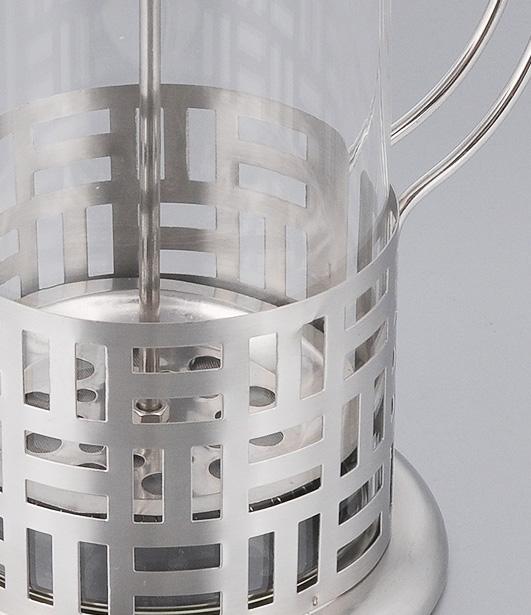 """Френч-пресс """"Bohmann"""" станет прекрасным выбором для повседневного использования, встречи гостей или  небольших вечеринок. Колба, изготовленная их закаленного стекла, сохранит свежесть и аромат напитка. А  конструкция френч-пресса встроенного в крышку, прекрасно отфильтрует чай и кофе от заварочной гущи. Удобная ручка обеспечит надежную фиксацию в руке. Утолщенный ободок колбы повышает прочность и  продлевает срок службы изделия.  Насыпьте чай или кофе в стеклянную колбу, добавьте горячей воды и закройте стакан пресс-фильтром.  Подождите 3-5 минут, затем медленно опустите пресс-фильтр до упора. Приятного чаепития! Френч-пресс """"Bohmann"""" позволит быстро и просто приготовить чай или свежий и ароматный кофе.  Объем: 800 мл. Диаметр (по верхнему краю): 10 см.  Высота стенки: 17 см."""