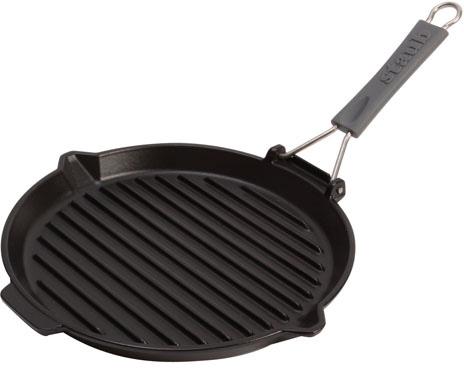 """Сковорода для гриля """"Staub"""" изготовлена из чугуна, покрытого эмалью снаружи и внутри. Известно, что пища, приготовленная в чугунной посуде, сохраняет свои вкусовые качества, и благодаря экологической чистоте материала, не может нанести вред здоровью человека. Долговечность - еще одно преимущество чугунной посуды. Приобретая чугунную сковороду, вы можете быть уверены, что она прослужит вашей семье достаточно долгий срок.  Сковорода для гриля """"Staub"""" подходит для использования на всех типах плит. Ручка выполнена из силикона. Перед первым использованием сковороду вымыть горячей водой, высушить на слабом огне, затем смазать растительным маслом изнутри. Погреть несколько минут на слабом огне и вытереть избыток масла. Мыть жидким моющим средством, без применения абразивных веществ и металлических губок. Пригодна для мытья в посудомоечной машине.               Характеристики: Материал: чугун, силикон. Диаметр: 27 см. Высота стенки: 2,5 см. Длина ручки: 20 см. Размер упаковки: 30 см х 4 см х 28 см."""