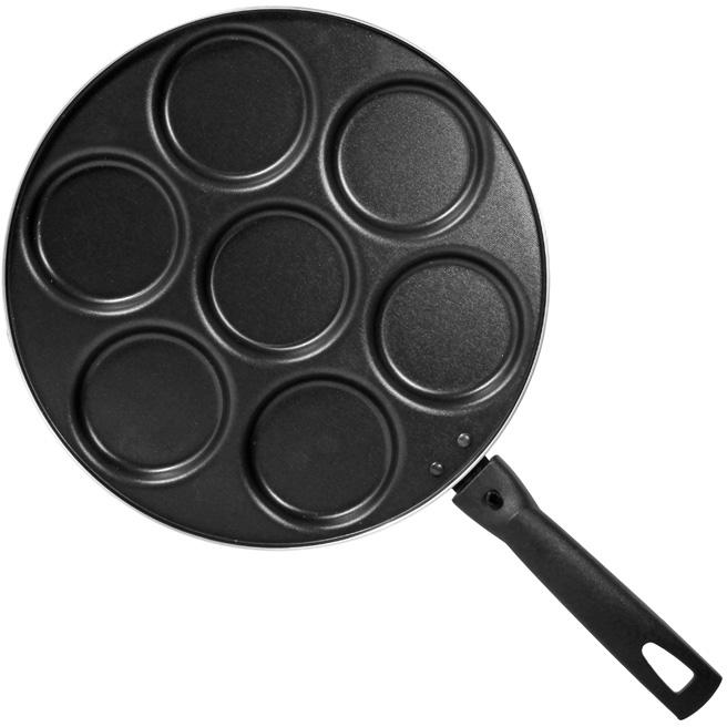 """Сковорода """"Classic"""", изготовленная из алюминия с антипригарным покрытием, имеет семь выемок для оладий. Сковорода оснащена удобной съемной ручкой из бакелита, которая не нагревается в процессе приготовления пищи.  Подходит для использования на всех типах плит кроме индукционных. Можно мыть в посудомоечной машине. Характеристики:  Материал:  алюминий, бакелит. Общий диаметр сковороды:  28 см. Диаметр выемки для оладьев:  7,5 см. Высота стенок:  1,5 см. Толщина стенок: 2 мм. Длина ручки:  16,5 см. Артикул:  1037.    Простой рецепт блинов на Масленицу – статья на OZON Гид."""