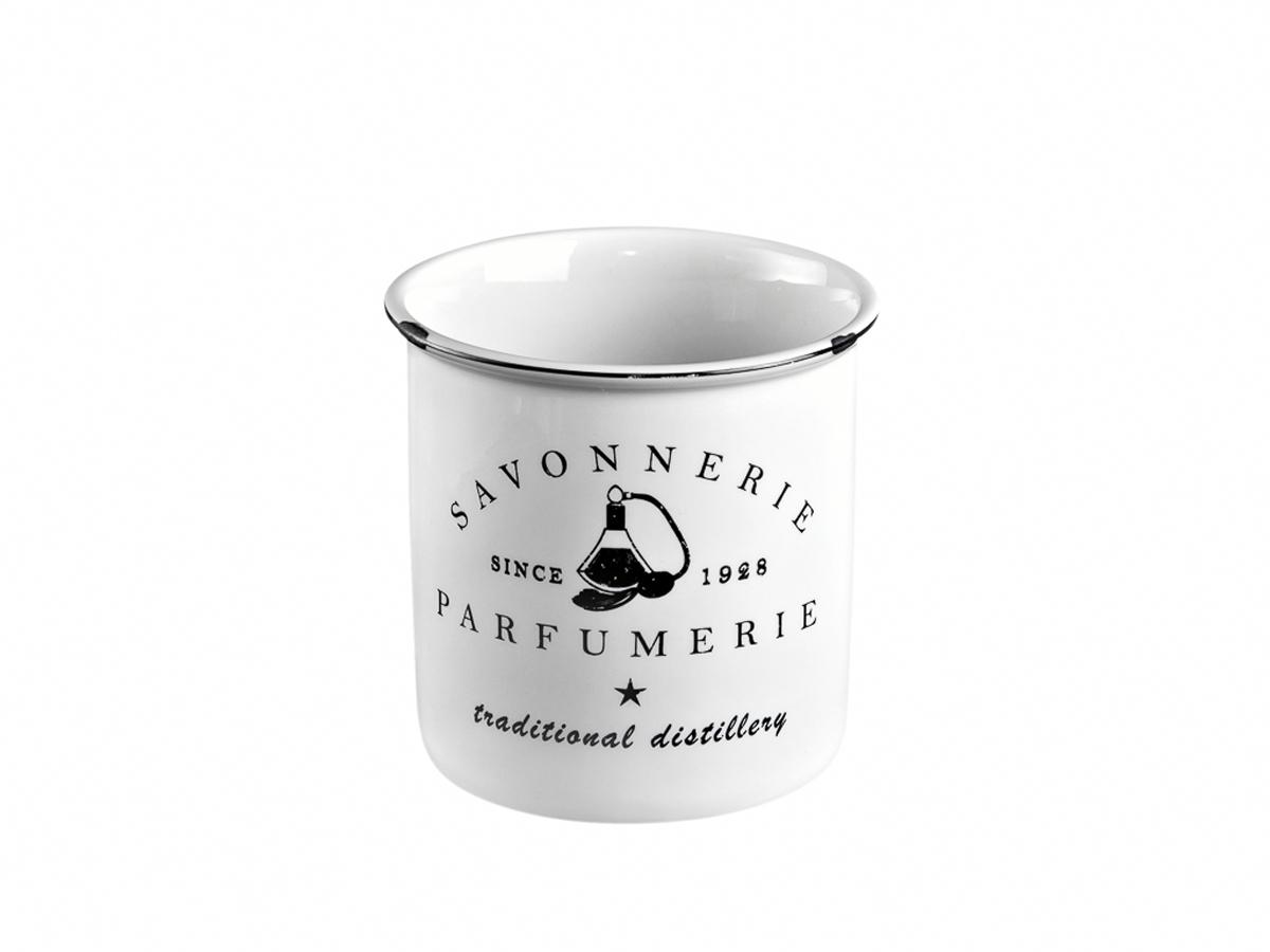 """Стакан для зубных щеток Verran """"Parfumer"""" изготовлен из керамики. Уход: Не класть в морозильник, посудомоечную машину, микроволновую печь. Не рекомендуется использовать абразивные и химически активные вещества для ухода за изделием. Протирать влажной мягкой тряпкой."""