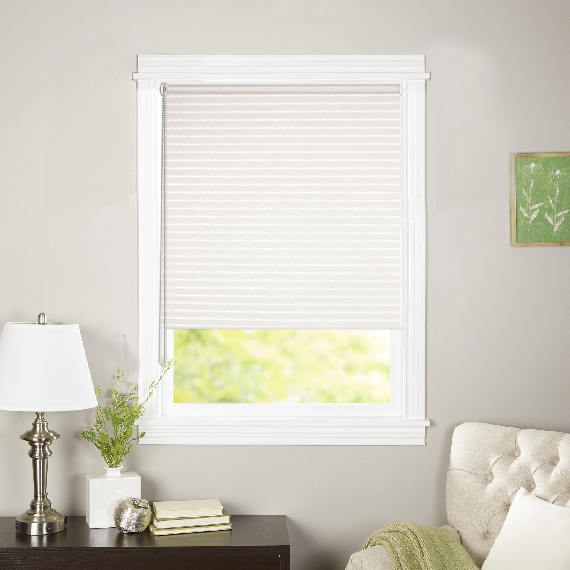 Штора рулонная Эскар Райли, цвет: белый, ширина 98 см, высота 160 см38050098160Рулонными шторами можно оформлять окна как самостоятельно, так и использовать в комбинации с портьерами. Это поможет предотвратить выгорание дорогой ткани на солнце и соединит функционал рулонных с красотой навесных. Преимущества применения рулонных штор для пластиковых окон: - имеют прекрасный внешний вид: многообразие и фактурность материала изделия отлично смотрятся в любом интерьере;- многофункциональны: есть возможность подобрать шторы способные эффективно защитить комнату от солнца, при этом она не будет слишком темной. - Есть возможность осуществить быстрый монтаж.ВНИМАНИЕ! Размеры ширины изделия указаны по ширине ткани! Во время эксплуатации не рекомендуется полностью разматывать рулон, чтобы не оторвать ткань от намоточного вала. В случае загрязнения поверхности ткани, чистку шторы проводят одним из способов, в зависимости от типа загрязнения:- легкое поверхностное загрязнение можно удалить при помощи канцелярского ластика;- чистка от пыли производится сухим методом при помощи пылесоса с мягкой щеткой-насадкой;- для удаления пятна используйте мягкую губку с пенообразующим неагрессивным моющим средством или пятновыводитель на натуральной основе (нельзя применять растворители).