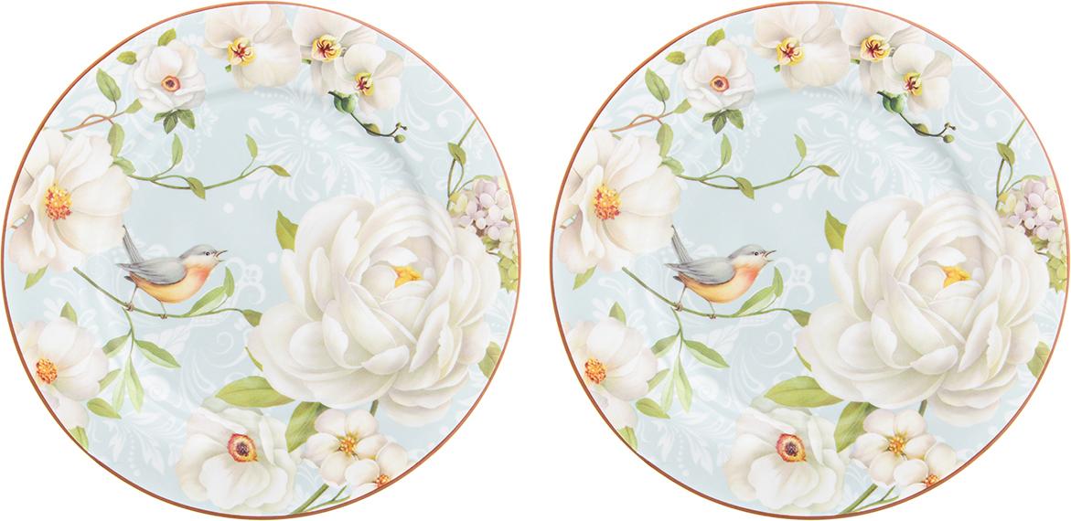 Набор десертных тарелок диаметром 19 см из серии «Дикая роза» - изящный   штрих, который добавит изысканности вашему чаепитию и станет настоящим  украшением вашего стола. Тарелки выполнены из высококачественного костяного  фарфора нового поколения, благодаря современным технологиям фарфор New  Bone China не уступает традиционному костяному фарфору в прозрачности,  белизне и прочности, но при этом гораздо экологичнее в производстве. Тарелки  удобной формы и практичного размера с нежным рисунком — распустившиеся  цветки дикой розы на нежном голубом фоне — рисунок выполнен с такой  точностью и настроением, что кажется вокруг посуды витает нежный аромат  цветущего куста шиповника. Тарелки упакованы в прочную подарочную упаковку и  послужат желанным подарком любой современной хозяйке. В серии «Дикая роза»  также представлены другие товары для сервировки стола — чайники, чайные  пары, кружки, сервировочные тарелки и многое другое. Собирая серию можно  наполнить ваш дом прекрасной качественной посудой, создающей удивительное  нежное настроение.