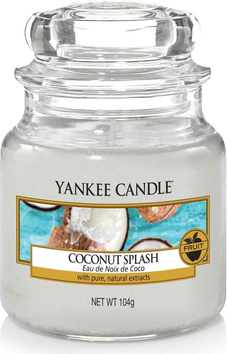 Свеча ароматизированная Yankee Candle Кокосовый всплеск / Coconut Splash, цвет: белый, высота 8,6 см свеча ароматизированная bolsius манго высота 6 3 см