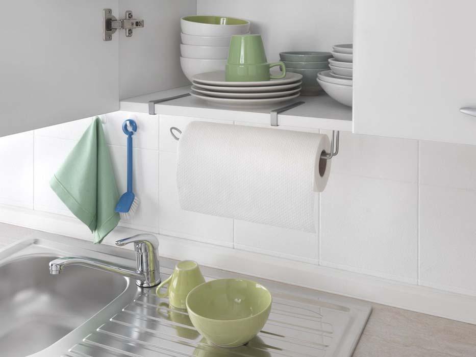 """Подвесной кухонный держатель """"Metaltex"""" предназначен для хранения  и удобного использования бумажных полотенец. Он выполнен из высококачественной стали со специальным политермическим покрытием серебристого цвета """"Polyterm"""", которое не повредит вашу мебель. Благодаря компактным размерам держатель для бумажного полотенца впишется в интерьер вашей кухни. Вы можете закрепить его на внутренней или внешней части фасада шкафчика кухонной мебели или на полке подвесного шкафа вашей кухни, не прибегая к сверлению или приклеиванию."""