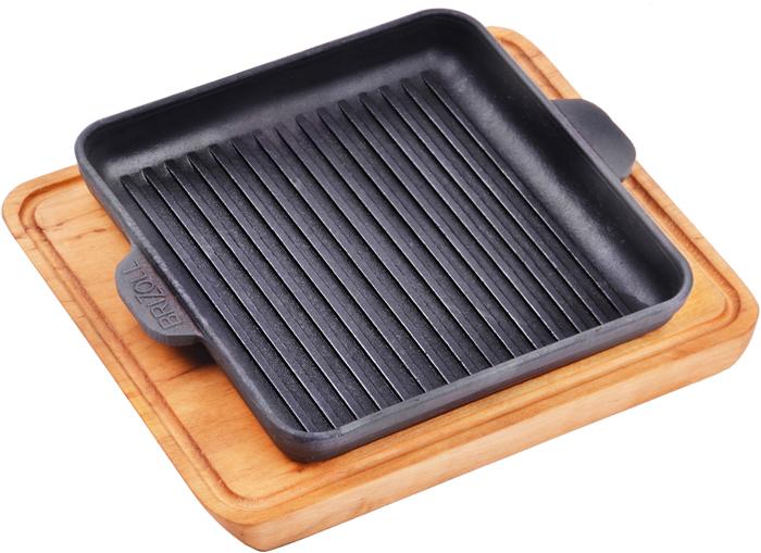"""Сковорода-гриль Brizoll порционная чугунная, квадратная форма 18x18см с 2руч Главная особенность чугунных сковородок """"Brizoll"""" — это запатентованная технология изготовления. В специальной печи посуда подвергается воздействию высокой температуры, которая меняет структуру материала и повышает его качественные характеристики.Преимущества посудыПрочная. Благодаря отсутствию покрытия вы сможете использовать для готовки металлические лопатки и ложки.Экологически чистая. Чугунная сковородка не имеет синтетического антипригарного покрытия, внутреннюю поверхность обрабатывают растительным соевым маслом.Экономичная. Посуда из этого материала дольше остывает, благодаря чему вы сможете доводить блюдо до готовности на остаточном тепле.Универсальная. Сковорода-гриль подойдет для приготовления пищи дома или на природе.Безопасная. При нагревании чугун не выделяет токсичных веществ, поэтому приготовленная в такой посуде еда не принесёт вреда здоровью человека."""