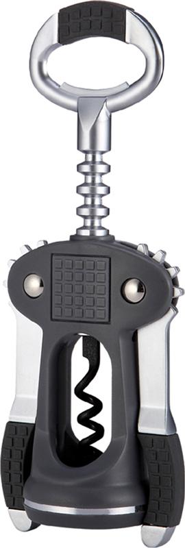 Штопор TimA выполнен из сплава цинка и ABS пластика. Штопор оснащен рычажным механизмом и держателем пробки. Рычажные штопоры являются самыми распространенными и удобными в использовании. Благодаря рычагу вам не нужно прилагать много усилий, чтобы вытащить пробку из бутылки. Удобные ручки с резиновой вставкой не позволят выскользнуть изделию из вашей руки. Штопор TimA займет достойное место среди аксессуаров на вашей кухне и позволит вам открыть любую бутылку без особого труда.