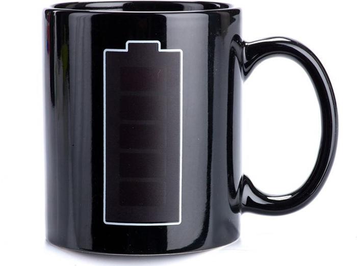 """Кружка-хамелеон Bradex """"Батарейка"""" поднимет настроение. При нагревании кружки на батарейке увеличивается заряд – так, наливая утренний ароматный кофе в кружку, Вы увидите, как этот бодрящий напиток зарядит Вас энергией и позитивным настроением.  Преимущества: Стильная кружка для хорошего настроения   Прекрасный подарок друзьям, любимым и, конечно, себе  Рисунок на кружке будет радовать Вас каждое утро много лет."""