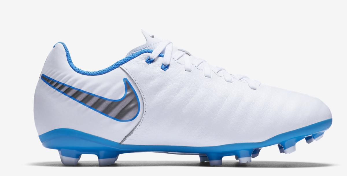 Бутсы для мальчика Nike Jr Legend 7 Academy Fg, цвет: белый. AH7254-107. Размер 6Y (37,5)