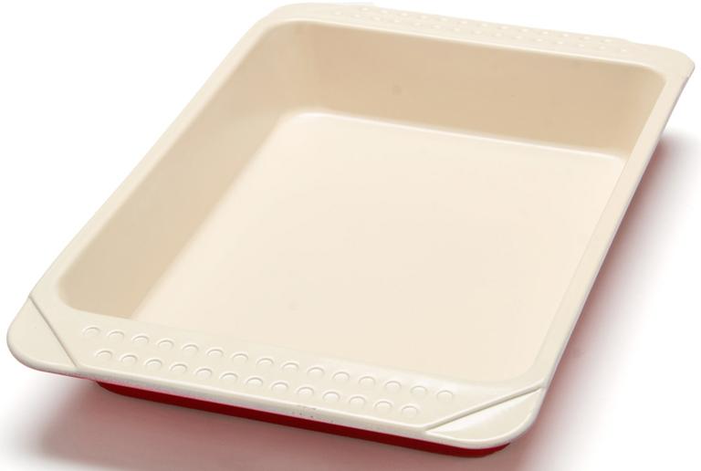 """Противень """"Mayer & Boch"""" изготовлен из высококачественной углеродистой стали с антипригарным керамическим покрытием. Керамическое жаропрочное покрытие безопасно и не содержит вредных примесей PFOA и PTFE. Противень быстро и равномерно нагревается, поэтому блюда в нем хорошо пропекаются. Удобные ручки позволят легко достать противень из духовки. Перед каждым использованием противень необходимо смазать небольшим количеством масла. Такая посуда незаменима для приготовления запеканок и пирогов, а также блюд из мяса и овощей. После использования легко и быстро моется. Не использовать для мытья изделия абразивные моющие средства и губки с абразивным покрытием. Подходит для использования в духовках с максимальной температурой 250°С. Подходит для мытья в посудомоечной машине. Не подходит для использования в СВЧ."""