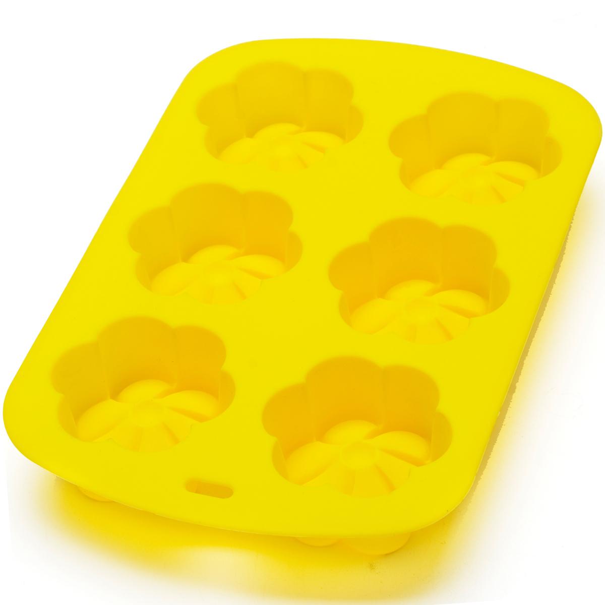 Форма для выпечки силиконовая Mayer & Boch, цвет: желтый, 450 мл. 28064-228064-2Фигурная форма для выпечки Mayer & Boch выполнена из 100% силикона. Предназначена для выпечки и заморозки. Силиконовые формы для выпечки имеют много преимуществ по сравнению с традиционными металлическими формами и противнями. Они идеально подходят для использования в микроволновых, газовых и электрических печах при температурах до +230°С. В случае заморозки до -40°С. За счет высокой теплопроводности силикона изделия выпекаются заметно быстрее. Благодаря гибкости и антиприлипающим свойствам силикона, готовое изделие легко извлекается из формы. Для этого достаточно отогнуть края и вывернуть форму (выпечке дайте немного остыть, а замороженный продукт лучше вынимать сразу). Силикон абсолютно безвреден для здоровья, не впитывает запахи, не оставляет пятен, легко моется. С такой формой вы всегда сможете порадовать своих близких оригинальной выпечкой.