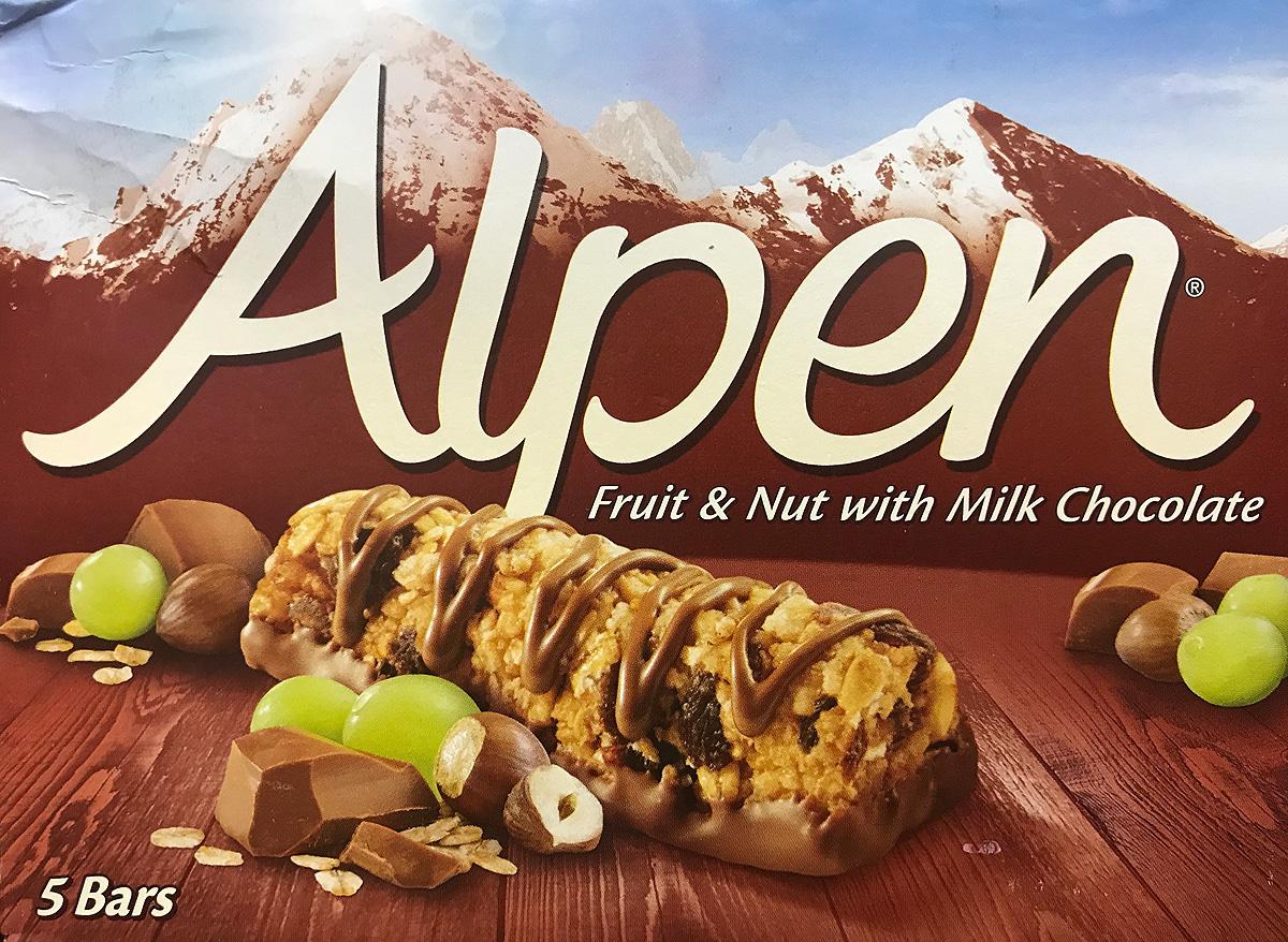 Alpen Батончик с молочным шоколадом и изюмом, 5 шт по 29 г corny coconut батончик злаковый с кокосом и молочным шоколадом 50 г