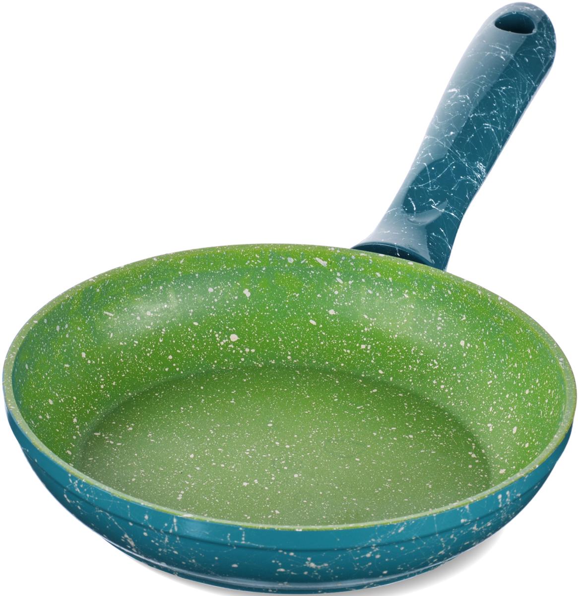 Сковорода с мраморной крошкой MAYER&BOCH выполнена из качественного литого алюминия и снабжена антипригарным покрытием особой прочности. Покрытие антипригарное жаропрочное, защищает сковороду от царапин, является экологически чистым и полностью безопасным, без вредных соединений и примесей. За счет того, что пища не пригорает и не пристает к покрытию сковороды, ее легко и быстро мыть. Прочное индукционное дно сковороды устойчиво к повреждениям и деформации. Эргономичная ручка из бакелита не нагревается и не скользит. Такая сковорода является незаменимой для жарки и тушения различных блюд.Подходит для использования на всех типах плит. Подходит для мытья в посудомоечной машине.