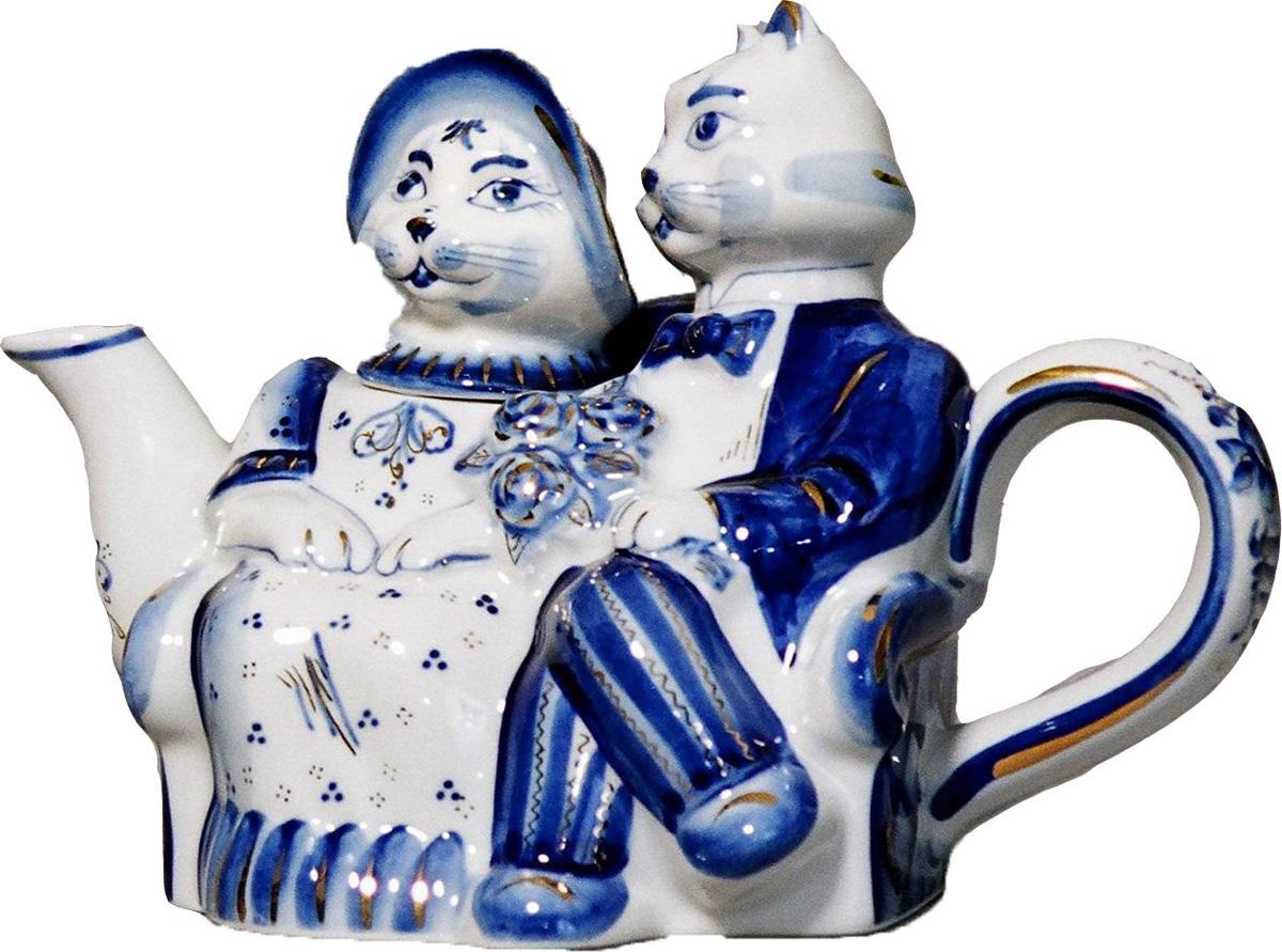 """Авторская работа гжельского мастера, чайник """"Кошки"""" станет центром вашего чаепития. Гжель - это красивый и функциональный подарок в русском стиле для мужчины или женщины на любой праздник. Тип росписи: Ручная подглазурная кобальтовая роспись, декорированная препаратом жидкого золота. Рисунок на изделии может отличаться от изображения на фотографии."""