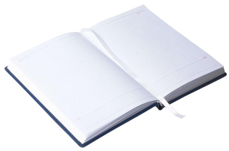 Ежедневник недатированный Attache. Коллекция Agenda. ФорматА5, размер 140 х 200мм. Ежедневник сострогим классическим дизайном. Обложка твердая с поролоном выполнена изискусственной кожи высокого качества, синего цвета. Отделочная строчка по периметру. Возможно тиснение. Блок: недатированный, 160 листов (320страниц), печать в2цвета, цвет бумаги- 100% белизны, 70г/кв.м, прямые уголки, 1широкое шелковое ляссе. Внутренний блок- линейка. Информационный блок содержит: личные данные, карта мира, Российские праздники ипамятные даты, аббревиатуры для переписки, разница вовремени между Москвой игородами России, разница вовремени между Москвой и странами мира, карта России, соответствие размеров, международные единицы мер, пищевая ценность продуктов, расход калорий при физических нагрузках, время распада алкоголя в крови, полезные интернет-ресурсы, планирование задач, дни рождения, важные даты.