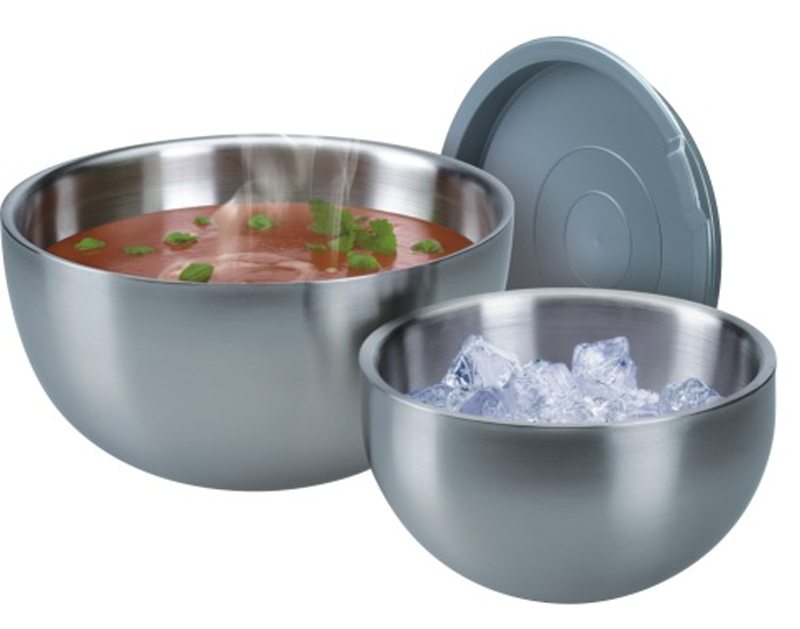 """Миска -термос с крышкой """"GSW"""" выполнена из нержавеющей стали. Изделие может использоваться для различных нужд на кухне: приготовления, хранения и сервировки. Между двумя слоями стенок создано воздушное пространство, что позволяет иметь принцип термоса. Если это горячее блюдо, оно останется горячим долгое время. Тоже самое, если холодное-останется холодным. Плотно закрывающиеся крышки делают их также удобными для транспортировки еды. Миску можно мыть в посудомоечной машине и использовать для хранения пищи в холодильнике."""