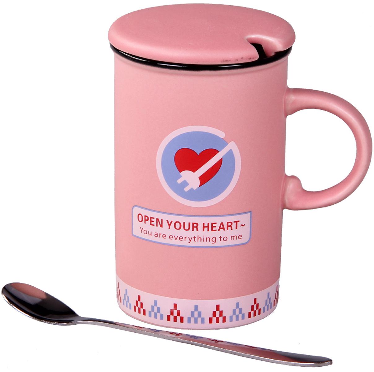 """Кружка с крышкой """"Patricia"""" выполнена из керамики высокого качества. Благодаря удобной крышке вы сможете наслаждаться любимым горячим напитком намного дольше. А ложка, поможет вам с легкостью размешать любимый напиток. Объем 350 мл. Не использовать абразивные вещества. Ручная мойка."""