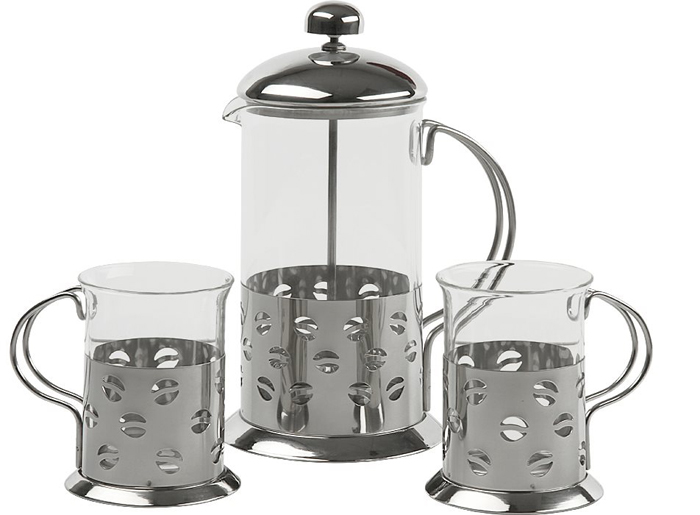 Френч-пресс с набором стаканов Rosenberg RSG-660008-M предназначен для приготовления натуральных чайных или кофейных напитков. Уникальный и современный дизайн френч-пресса выполнен по технологии глубоко травления. Колба пресса выполнена из жаропрочного стекла, который способен выдерживать высокие температуры, а сам фильтр из нержавеющей стали. Этот технологичный материал обеспечивает долговечность и практичность изделия. Для идеально чистого напитка Главное достоинство этого практичного заварника с прессом заключается в том, что он позволяет получить очень чистый и ароматный напиток без примесей и постороннего привкуса. Фильтр-поршень из нержавеющей стали выполнен по технологии press-up и обеспечивает равномерную циркуляцию воды. С его помощью вы сможете полностью раскрыть вкус чая, позволив каждой чаинке отдать свой вкус, цвет и аромат. Кофе, приготовленное в таком заварнике, получается не таким густым и горьким, как в турке, но живым и богатым вкусом, ароматом. Главные достоинства френч-пресса Rosenberg Легко разбирается и моется. Металлический фильтр не пропускает осадок и тяжелые масла, поэтому напиток будет чистым. Компактные размеры и практичная конструкция обеспечивают удобство в использовании. Крепость напитка можно регулировать, самостоятельно устанавливая время заваривания. Стеклянная колба позволяет наблюдать за процессом заваривания. Поршень опускается очень легко и плотно прижимает заварочный материал. Сильный и красивый дизайн позволяет устанавливать заварник прямо на праздничном столе. Оптимальный объем 600 мл. Удобная ненагревающаяся ручка. Специальная конструкция крышки позволяет надолго сохранить температуру вашего напитка. Удобный и компактный прибор станет незаменимым приспособлением для тех, кто ценит натуральные чайные и кофейные напитки, приготовленные собственными руками. В комплекте предусмотрены 2 чашки объемом 200 мл, которые выполнены в едином с френч-прессом дизайне. Этот удивительный комплект станет великолепным подарком или дополнением