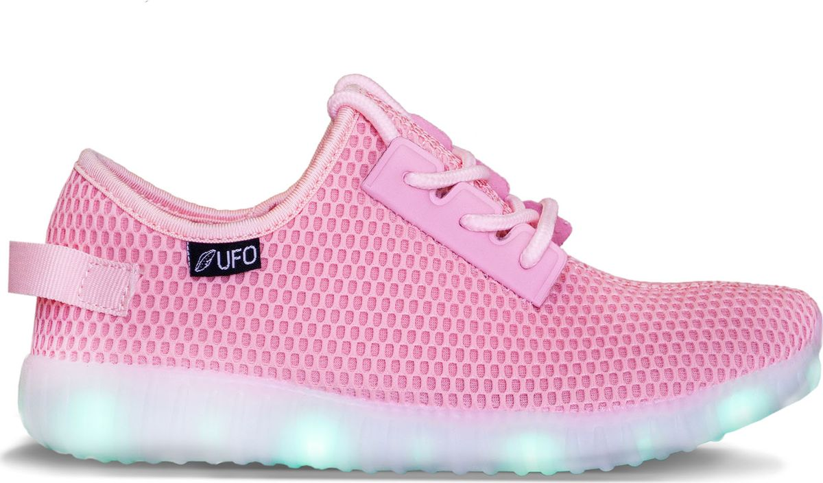 Светящаяся обувь UFO – великолепный вид обуви для детей и не только. Укомплектован  пультом дистанционного управления и имеет ряд отличительных особенностей: подсветка не только подошвы, но и боковины, 16 цветов подсветки и 4 режима свечения, время зарядки составляет 2-3 часа, зарядка от USB, двойной шнур USB в комплекте, время работы до 10 часов, инструкцию на русском языке.