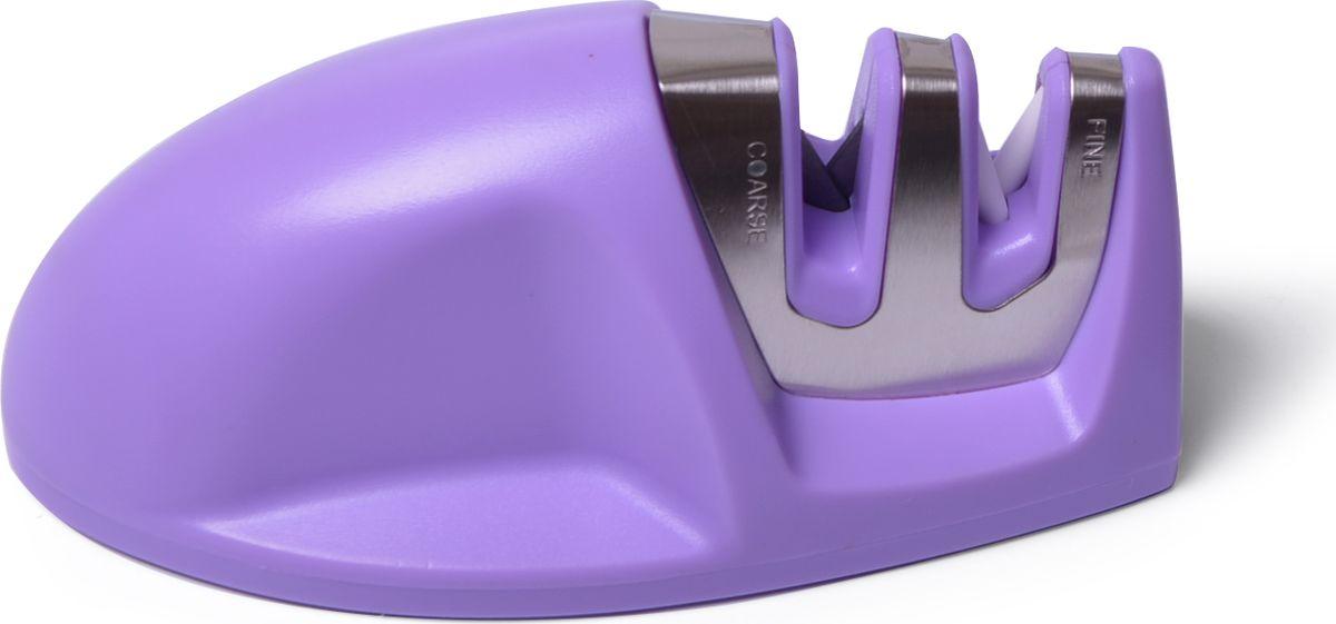 """Точило для ножей """"Fissman"""" имеет двухуровневую заточку, затачивает лезвие целиком. Стальные прутики и керамические абразивные камни внутри прорези придают кромке лезвия V - форму под правильным углом. Удобный захват корпуса и не скользящие вставки помогут вам легко и безопасно заточить ножи. Точило удобно использовать как правше, так и левше."""