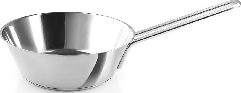 Сотейник из нержавеющей стали — переосмысление классического сотейника дизайнера Оле Палсбю. Расширяющаяся кверху форма и, соответственно, широкая поверхность позволяет быстро выпариваться жидкости. Поэтому он идеален для приготовления соусов, тушёных блюд или запекания целого цыплёнка.Устойчивое дно толщиной 6 мм быстро и равномерно нагревается и долго сохраняет тепло. Длинная эргономичная ручка не нагревается даже при длительном приготовлении. Минималистичный дизайн напоминает профессиональную посуду шеф-поваров и не уступает ей в качестве. Внутренняя и внешняя поверхности настолько прочные, что при работе вы можете использовать кухонные принадлежности из любого материала, включая металл. Сотейник можно использовать на всех видах плит, включая индукцию и ставить в духовку. Можно мыть в посудомоечной машине.Объём 2,5 литра