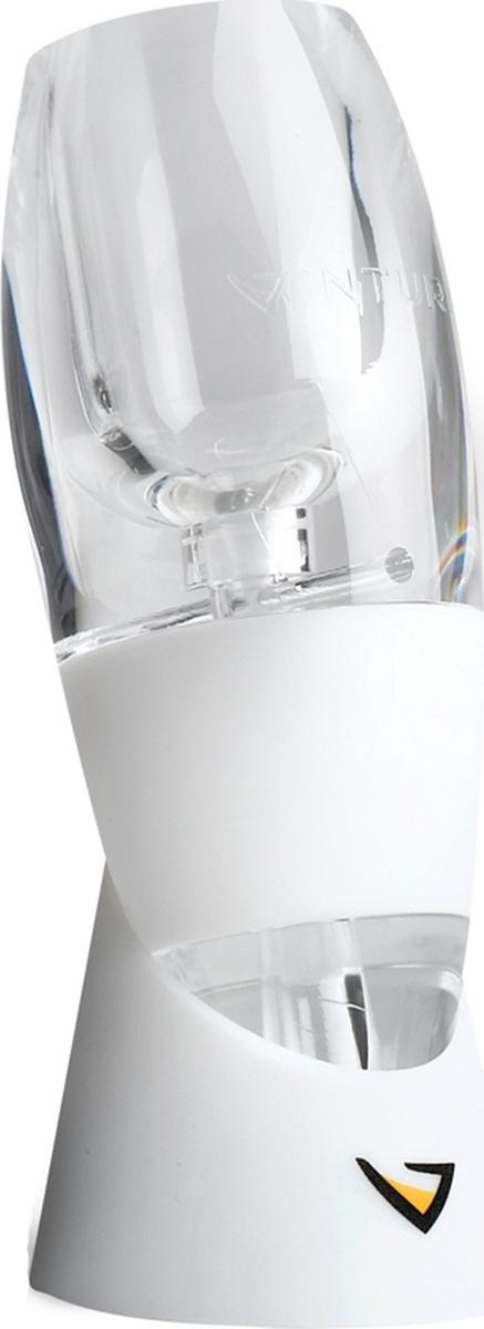 Набор: аэратор для белого вина (артикул 1092), подставка, держатель Vinturi Tower  (артикул 1097).  Аэратор мгновенно декантирует белое вино, тем самым сохраняет низкую температуру для его  сервировки и потребления. Не рекомендуется использовать для красных сортов.  Держатель освобождает ваши руки, тем самым обеспечивает удобство переливания напитка из  бутылки в бокал через аэратор.  Изящный представительный дизайн впишется в любой интерьер кухни, гостиной а так же баров и  ресторанов. Станет великолепным самостоятельным подарком.  Все части набора можно мыть в посудомоечной машине.