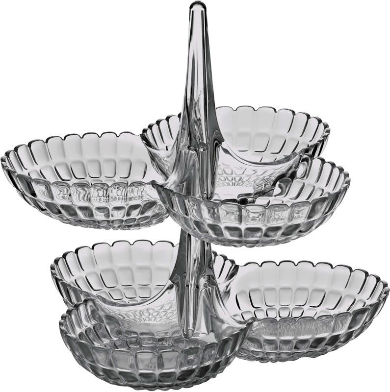 Менажница Tiffany представляет собой вертикальную опору, которая соединяет между собой три одинаковых по размеру чаши. Их можно использовать для подачи снеков, легких закусок, орехов и сладостей. Дизайн менажницы отличается оригинальной рельефной формой, которая в сочетании с прозрачным материалом заставляет поверхность сверкать и переливаться на свету.Набор менажниц отлично подойдет для праздничной сервировки стола и привлечет внимание гостей. Будет одинаково хорошо смотреться как в квартире, так и на летней веранде на даче. Блюда можно поставить одно на другое, тем самым создав единую версию сразу с шестью чашами. Идеально для вечеринок и больших компаний. Изготовлены из высококачественного органического стекла, устойчивого к износу и повреждениям. Не содержат вредных примесей и бисфенола-А. Моются вручную.