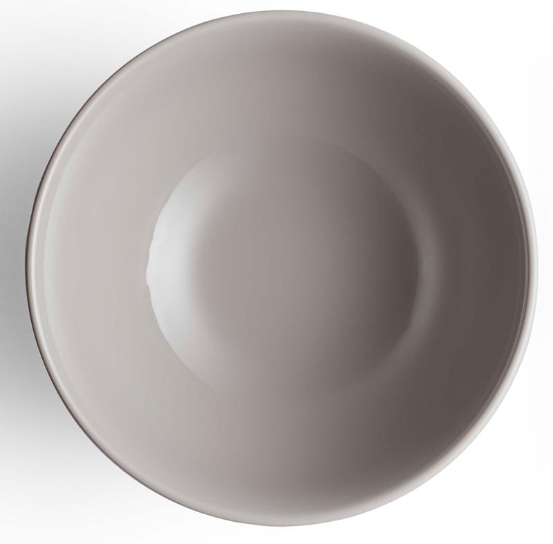 Коллекция белоснежного фарфора Legio Nova была выпущена в 2015 году, и в 2017 коллекцию дополнили предметы лаконичного серого цвета. Рельефные бортики напоминают коллекционные столовые сервизы, благодаря чему посуда выглядит элегантно, изысканно и никогда не выйдет из моды. Комбинируйте посуду белого и серого цветов, чтобы создать собственную комбинацию для сервировки.Глубокая миска идеальна для сервировки гранулы или каши на завтрак, а также бульонов или салатов. Но вы запросто можете хранить в ней небольшие снеки или конфеты. Как и белоснежную коллекцию, серую также можно использовать в духовке, морозильной камере, микроволновой печи и мыть в посудомоечной машине. Современная модная классика!