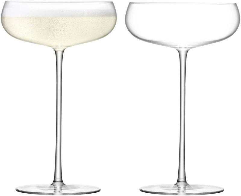 В набор входят 2 бокала-креманки из выдувного стекла для сервировки шампанского и других игристых вин, а также коктейлей на их основе. Бокалы-креманки также отлично подойдут для подачи лёгких десертов: муссов, мороженого, щербетов и ягод со взбитыми сливками. Объём каждого 320 мл. Комбинируйте их с бокалами для шампанского или воды из коллекции Wine Culture для создания завершенной композиции. Набор упакован в красивую коробку станет отличным подарком на любой праздник.Wine Culture — коллекция барного стекла для сервировки лучших сортов красного и белого вина со всего мира, а также других благородных напитков. Стильные бокалы и декантеры выполнены их выдувного стекла и имеют необычную форму. Они станут утончённым и стильным украшением любого бара.Изделия из выдувного стекла рекомендуется мыть вручную в тёплой мыльной воде и вытирать насухо мягкой тканью. Иногда в готовом изделии из выдувного стекла встречаются пузырьки воздуха — это нормально и вполне допускается технологией ручного производства. Такие пузырьки воздуха внутри не являются браком.