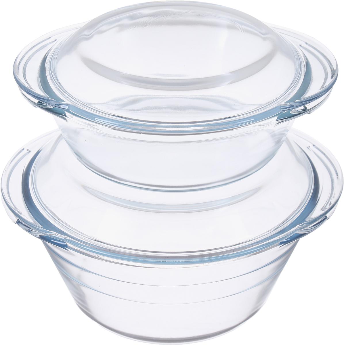 Посуда изготовлена из термостойкого стекла. Форма кастрюль круглая с двумя ручками по краям, все кастрюли с крышками. Посуда из термостойкого стекла будет отличным выбором для всех любителей блюд, приготовленных в духовке и микроволновой печи. Стеклянное изделие не вступает в реакцию с готовящейся пищей, а потому не выделяет никаких вредных веществ, не подвергается воздействию кислот и солей. Из-за невысокой теплопроводности пища в стеклянной посуде гораздо медленнее остывает. Стеклянная посуда очень удобна для приготовления и подачи самых разнообразных блюд: супов, вторых блюд, десертов. Подходит для использования в духовках, микроволновых печах и морозильных камерах (при постепенном охлаждении и нагреве выдерживает температуру от -40?С до 400?С). Подходит для мытья в посудомоечной машине.