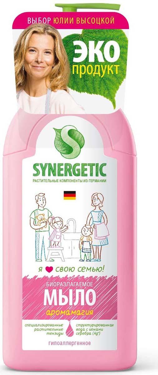 """Жидкое мыло """"Аромамагия"""" – просто мечта любой девочки вне зависимости от возраста. В одной бутылочке слились приятный натуральный аромат, обволакивающая текстура и привлекательный розовый оттенок. Никогда еще мытье рук не было таким умиротворяющим! С этим жидким мылом кожа станет не только чистой, но и невероятно нежной. Мыло гипоаллергенное и обладает эффектом увлажнения, создано полностью из растительных компонентов."""