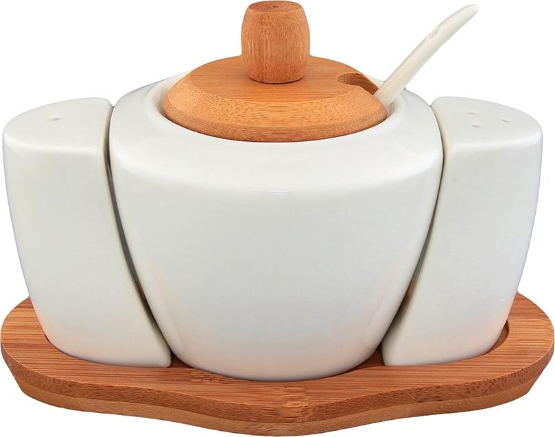 """Сахарница с набором для специй из серии """"Айсберг"""" объемом 350 мл с деревянной крышкой, фарфоровой ложкой и деревянной подставкой выполнена из высококачественного фарфора и натурального бамбука. Теплое цветовое решение, изящный дизайн и удобство использования делают эту сахарницу желанным подарком любой хозяйке. У сахарницы широкое горло, которое удобно мыть, а бамбуковая крышка не позволит сахару намокнуть. Емкости для специй легко наполнять благодаря пластиковой пробке в донышке.   Набор для специй Elan Gallery """"Айсберг"""" несомненно впишется в любой интерьер благодаря лаконичному дизайну, натуральным материалам и высокой функциональности. Такому подарку будет рада любая хозяйка!  Размер подставки: 16 х 9,5 х 1 см.   Размер солонки и перечницы: 4,5 х 2,5 х 6,5 см. Объем сахарницы: 350 мл. Диаметр сахарницы (по верхнему краю): 7 см.  Длина ложечки: 13 см."""
