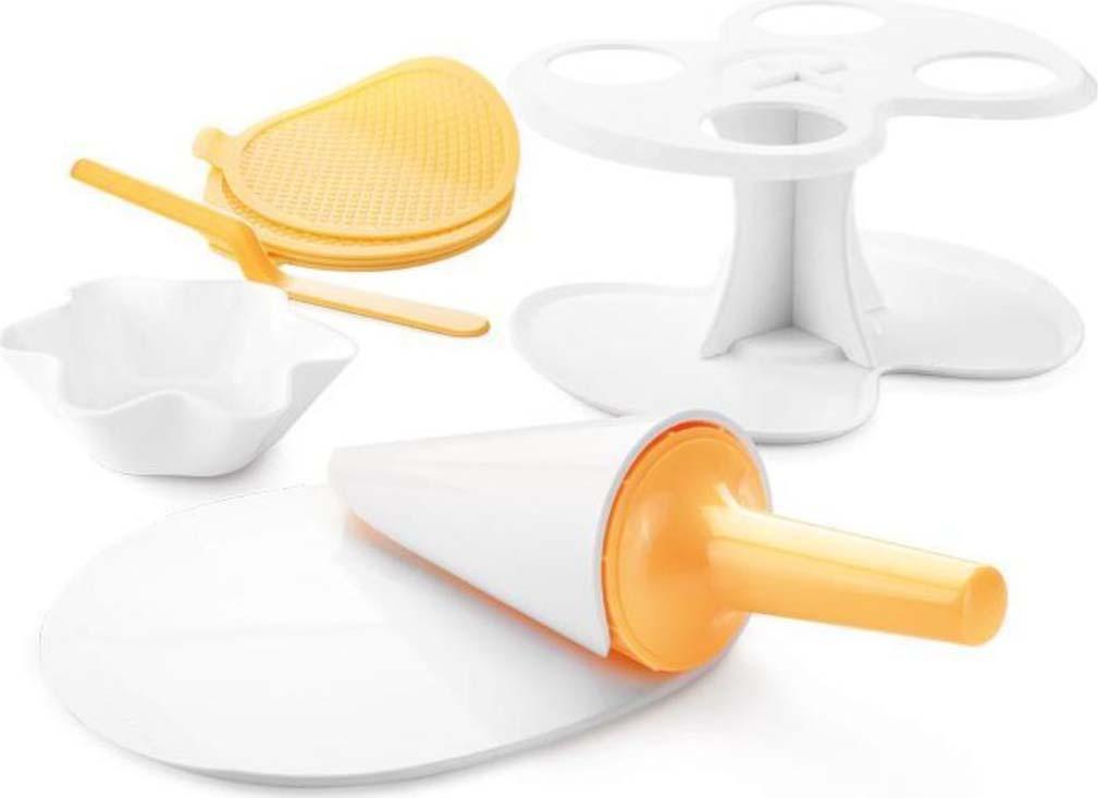 Отлично подходит для легкого приготовления вафельных рожков и чаш для мороженого. В набор входят силиконовые формы для выпекания вафель, формы для приготовления чаш и рожков из вафель, а также держатель для готовых чаш и рожков. Изготовлены из прочного пластика и высококачественного жаропрочного силикона. Инструкция по использованию и рецепты прилагаются.