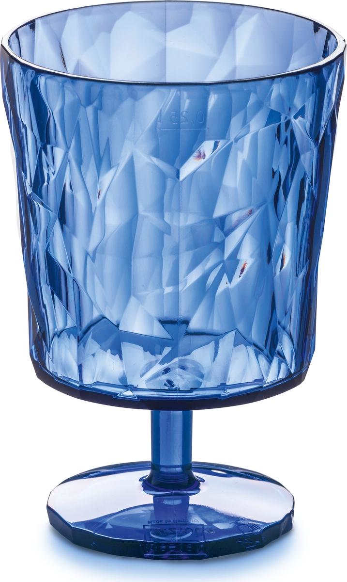 Стаканы CLUB прекрасно подойдут как для сока на семейном завтраке, так и для коктейлей.Коллекцию полимерной посуды CLUB высоко оценят любители шумных вечеринок, семейных застолий и встреч с друзьями: такая сверхлёгкая и ударопрочная посуда специально создана для удобной эксплуатации, а прозрачный кристальный дизайн - для бесконечного веселья.Особенности:- объем 300 мл- весит мало, приятно держать в руках- ударопрочность