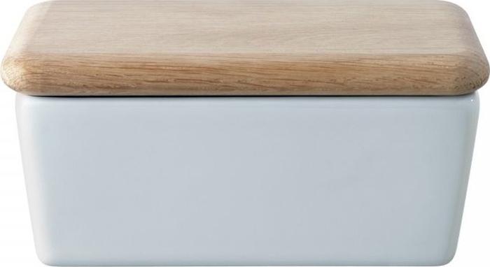 Маслёнка из белого фарфора с дубовой крышкой прекрасно подойдет как для ежедневного использования, так и для торжественных мероприятий. Она упакована в красивую коробку и может стать приятным и памятным подарком. Dine — коллекция фарфоровой посуды, сочетающей в себе классику и современный дизайн. В линейке представлены тарелки, чашки, блюдца, миски, блюда, заварочные чайники, сахарницы, маслёнки, молочники и другие предметы для изысканной сервировки. Все элементы коллекции можно комбинировать между собой в зависимости от случая.Изделия из фарфора можно использовать в микроволновой печи и мыть в посудомоечной машине. Деревянные детали рекомендуется протирать мягкой щеткой и влажной тканью, позволяя дереву высохнуть самостоятельно. Не погружайте их в воду и не мойте в посудомоечной машине.