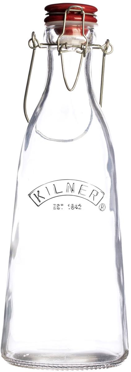 Бутылка выполнена из стекла и украшена логотипом бренда Kilner. Она оснащена красной керамической плотно закрывающейся пробкой и металлической ручкой для удобства транспортировки. Бутылка в ретро-стиле подойдет для хранения самых разных напитков, например, для соков и молока.   Особенности: - объем 1 л,  - рекомендуется промыть перед первым применением, - не использовать для кипятка, - можно мыть в посудомоечной машине,  - не подходит для горячих напитков.