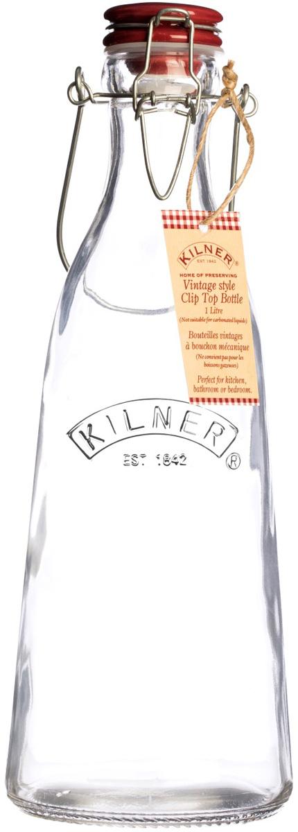 Бутылка выполнена из стекла и украшена логотипом бренда Kilner. Она оснащена красной керамической плотно закрывающейся пробкой и металлической ручкой для удобства транспортировки. Бутылка в ретро-стиле подойдет для хранения самых разных напитков, например, для соков и молока. Объем 500 мл.