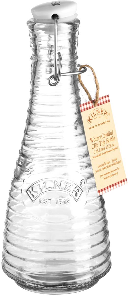 Бутылка для воды выполнена из стекла и украшена логотипом бренда Kilner. Оригинальная форма делают ее стильным аксессуаром для кухни или гостиной. Она оснащена пробкой, которая плотно прилегает к краям горлышка и не пропускает воздух, чтобы вода в бутылки оставалась свежей. Объем 0,45 л.