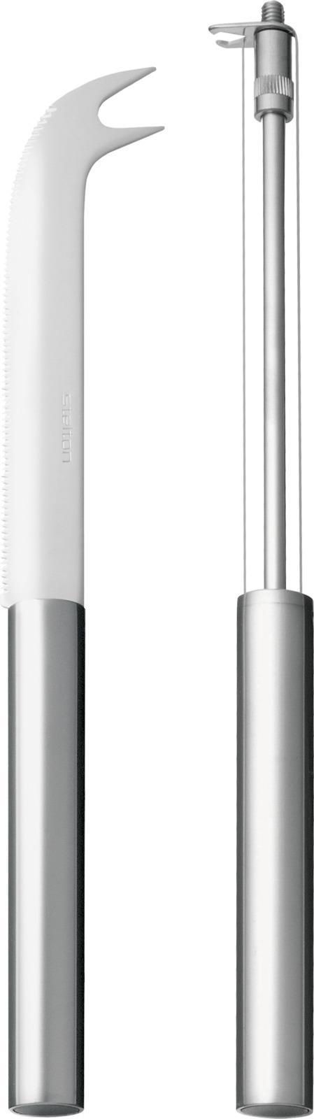Барный нож изготовлен из высококачественной нержавеющей стали и может быть использован в баре, чтобы нарезать, например, свежий лайм или как эелегантый нож для сыра.Нож-струна для резки сыра состоит из 2-х стальных струн, а также удобной вилки-наконечника, которой удобно накалывать нарезанный сыр. Сыр, который сложно нарезать обычным ножом из-за того, что он липнет, быстро и легко можно нарезать на тонкие или толстые ломтики ножом-струной. Нож отличает простой лаконичный дизайн и отличное качество сборки.