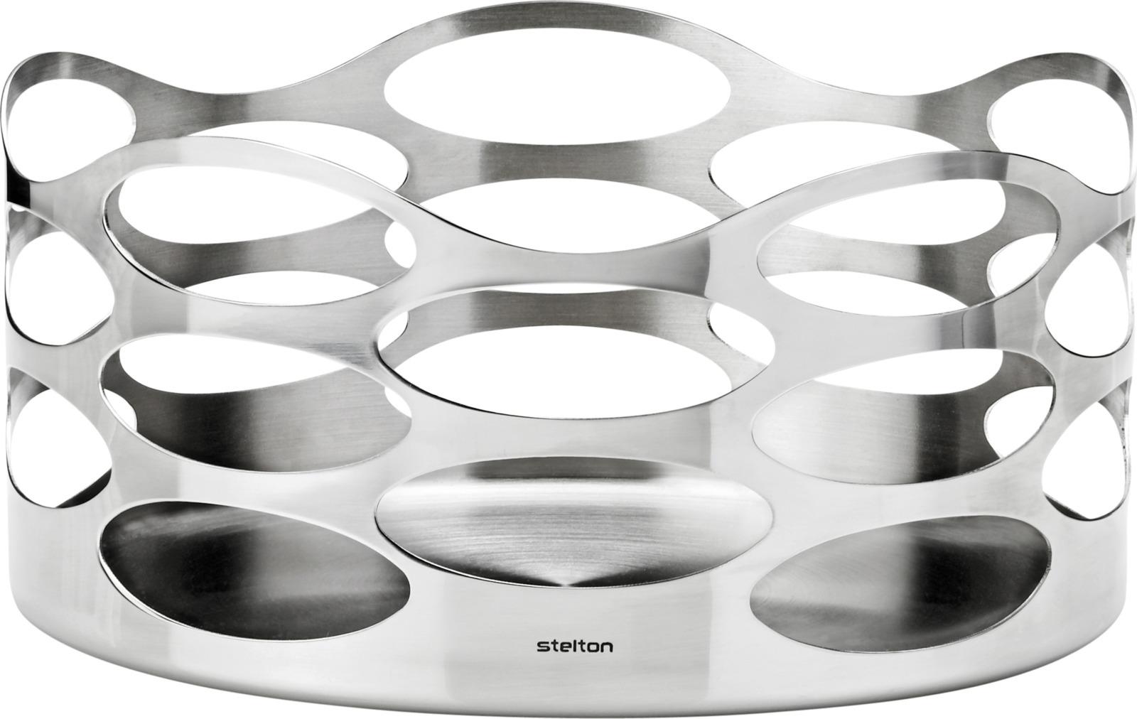 Свое название ваза получила ввиду того, что стальное украшение напоминает объятия. Дополните коллекцию другими аксессуарами из коллекции Embrace.