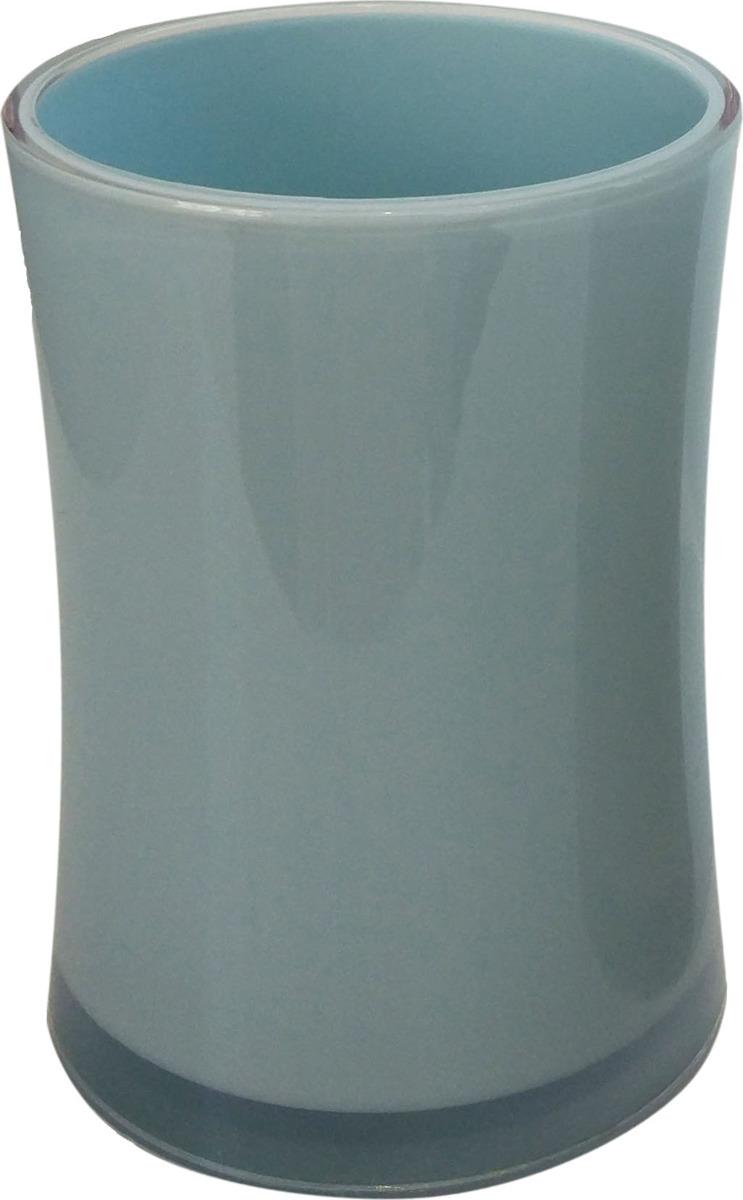 Стакан ACRILICA выполнен из акрила нежно-голубого цвета, в нем удобно хранить зубные щетки или другие принадлежности. Благодаря оригинальному дизайну и компактному размеру стакан будет изысканно смотреться в Вашем интерьере.