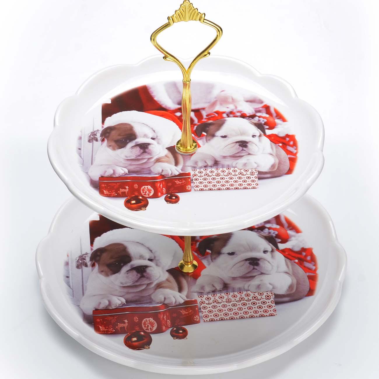 Красочная конфетница Loraine, выполненная из высококачественной керамики, сочетает в себе классический дизайн с максимальной функциональностью. Конфетница состоит из 2-х ярусов разного размера и предназначена для красивой сервировки конфет, фруктов и десертов. Круглые ярусы конфетницы имеют волнистые края. Стойка-держатель конфетницы выполнена из металла с золотым напылением. Высота конфетницы в собранном виде составляет около 28 см. Элегантная конфетница Loraine украсит сервировку Вашего стола и подчеркнет прекрасный вкус хозяйки, а также станет отличным подарком. Изделие упаковано в индивидуальную коробку. Подходит для использования в холодильнике, посудомоечной машине.