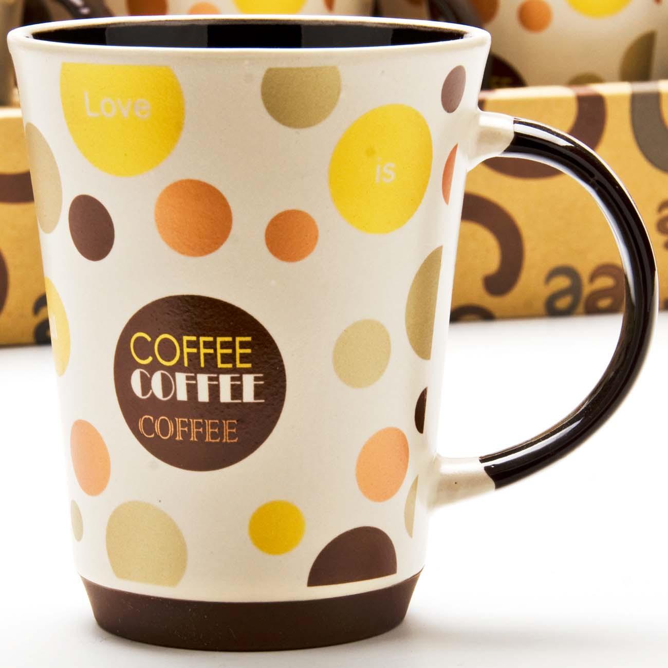 """Кружка с силиконовой подставкой изготовлена из высококачественной керамики и оформлена стильным рисунком """"Кофе"""". Изящный дизайн придется по вкусу и ценителям классики, и тем, кто предпочитает утонченность и изысканность. Кружка настроит на позитивный лад и подарит хорошее настроение с самого утра. Кружка с силиконовой подставкой - идеальный и необходимый подарок для вашего дома и для ваших друзей в праздники."""