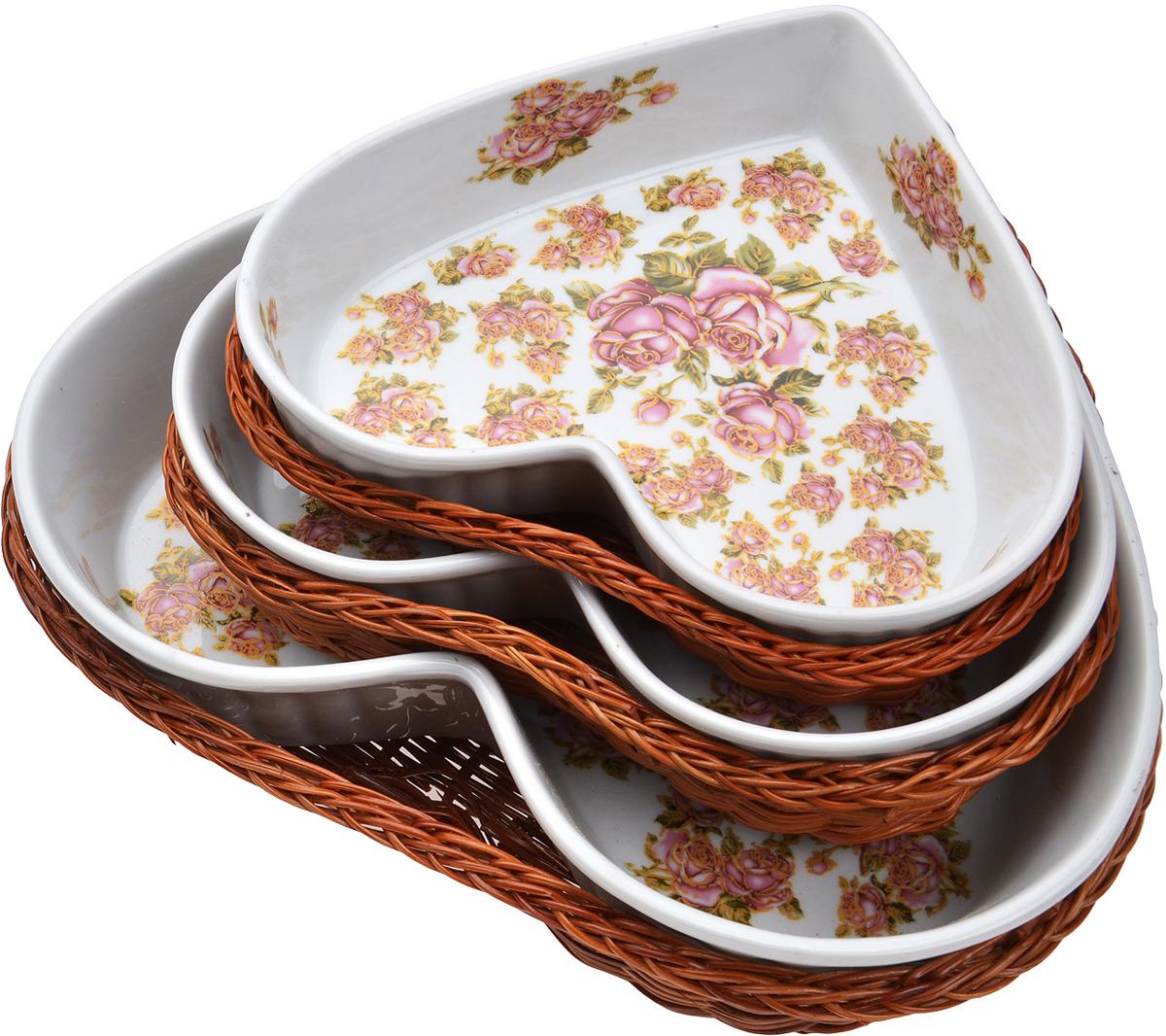 Блюда Mayer & Boch выполнены из качественной жаропрочной керамики. Поверхность изделий украшена изображением цветов. К каждому блюду прилагается плетеная корзинка из ротанга, выполняющая роль оригинальной подставки. Керамические блюда прекрасно подойдут для запекания овощей, мяса и других продуктов, а благодаря своему оригинальному дизайну, они, несомненно, украсят ваш стол. Посуда не впитывает посторонние запахи, не имеет труднодоступных выступов или изгибов, которые накапливают грязь, и легко чистится. Керамика выдерживает высокие перепады температуры, поэтому такие блюда можно использовать в духовке, микроволновой печи, а также для хранения пищи в холодильнике. Подходит для мытья в посудомоечной машине. В комплекте: 3 блюда, 3 плетеных корзинки.