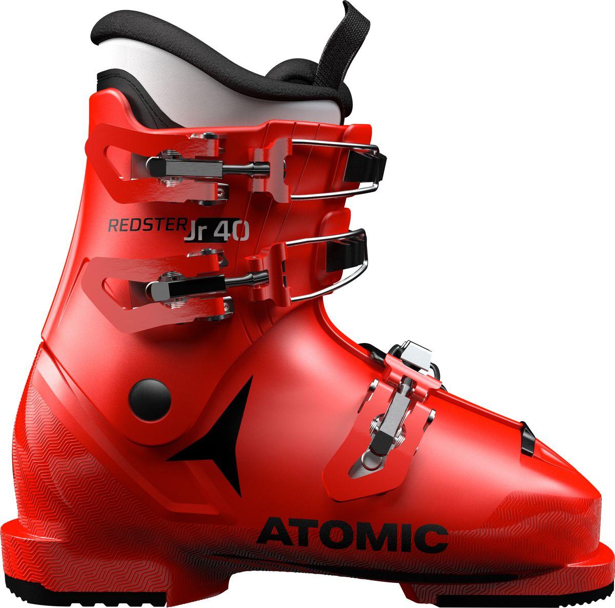 Atomic Redster Jr 40 — ботинки для юных спортсменов, стремящихся проходить трассы не хуже, чем Марсель Хиршер или Микаэла Шиффрин. Конструкция ботинок аналогична устройству серии World Cup Redster для профессионалов. Тем не менее эти ботинки вовсе не являются просто уменьшенной копией более крупных моделей— они разработаны специально для юных лыжников. Например, при увеличении размера изменяется устройство голенища и жесткость, поэтому удобнее совершенствовать технику катания и получать удовольствие.Внутренний ботинок BronzeКлипса из поликарбоната + макрорегулировкаМодель для детей и подростковВес 890 г. для размера 20/20.5