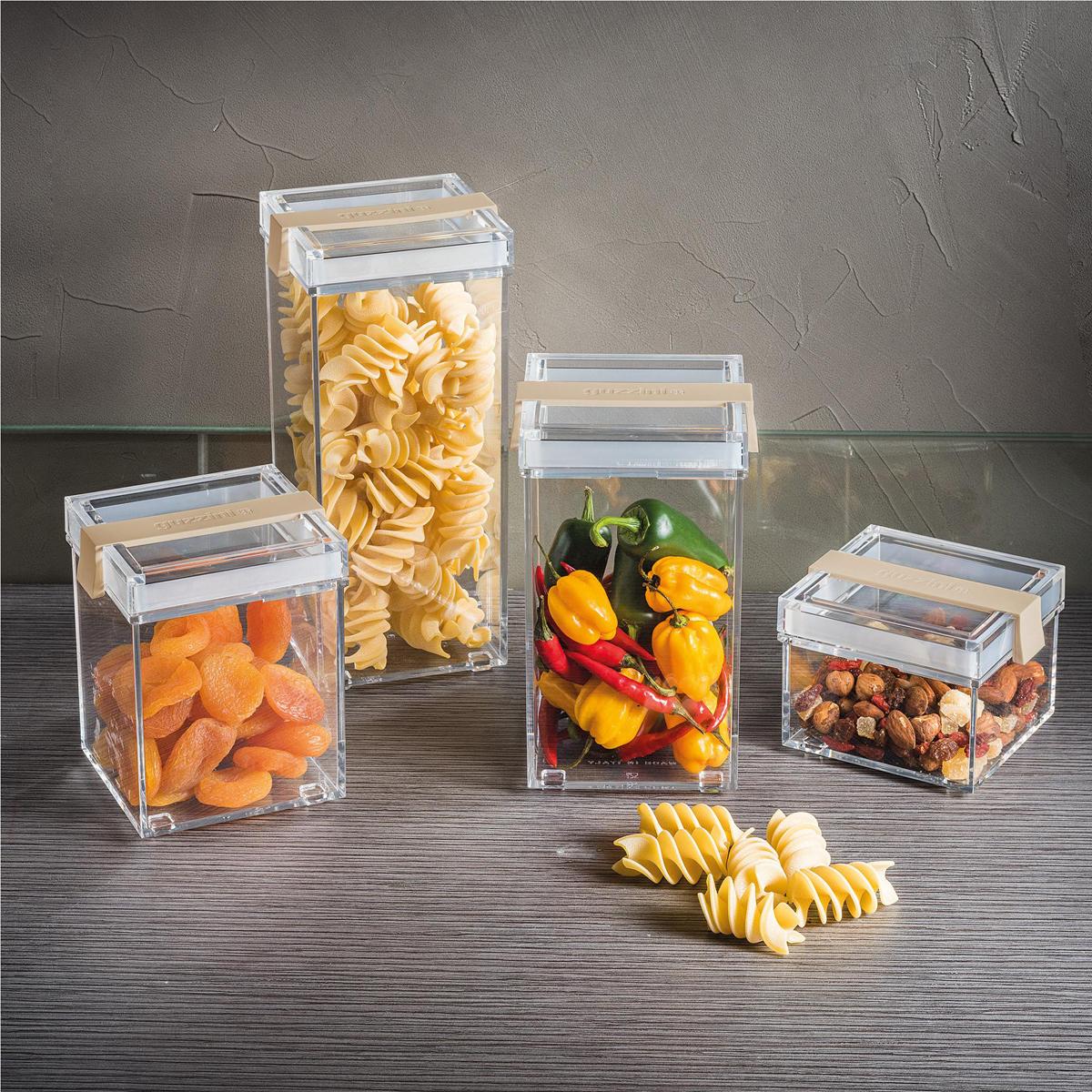 Контейнер из пластика для хранения сыпучих и сухих продуктов незаменим на кухне. Он помогает поддерживать порядок и компактно хранить необходимые под рукой. Его также можно использовать для различных мелочей и принадлежностей для рукоделия. Объем: 770 мл Размер: 10 x 11 x 13 h  Особенности и преимущества: - герметичные крышки сохраняют свежесть продуктов - стильный дизайн и практичная конструкция - подходит для различных продуктов.