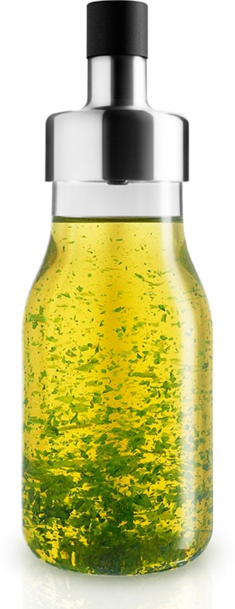 Широкое горлышко шейкера позволяет легко добавлять в масло травы и специи для создания любимой заправки для салата. Герметичная крышка надежно закрывает шейкер и не проливает масло во время взбалтывания.  Шейкер можно хранить в холодильнике. Он легко разбирается, и все его части можно мыть в посудомоечной машине.