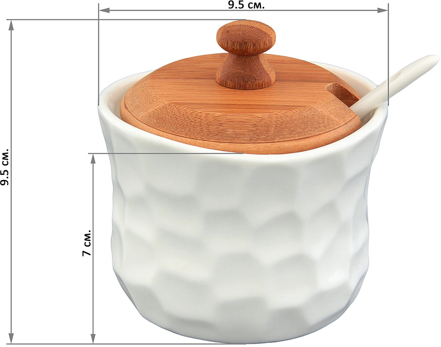 """Баночка для специй """"Айсберг"""" объемом 250 мл с фарфоровой ложкой и деревянной крышкой, выполнена из высококачественного фарфора, а крышка из натурального бамбука. Теплое цветовое решение и изящный рельеф баночки подходит любой сервировке и добавит уюта в каждый дом. Баночку можно использовать для специй, для соусов, например, хрена или горчицы или для тертого сыра. В серии фарфоровой посуды с использованием бамбука представлен широкий ассортимент товаров для сервировки стола, которые несомненно впишутся в любой интерьер благодаря лаконичному дизайну, натуральным материалам и высокой функциональности. Такому подарку будет рада любая хозяйка!"""