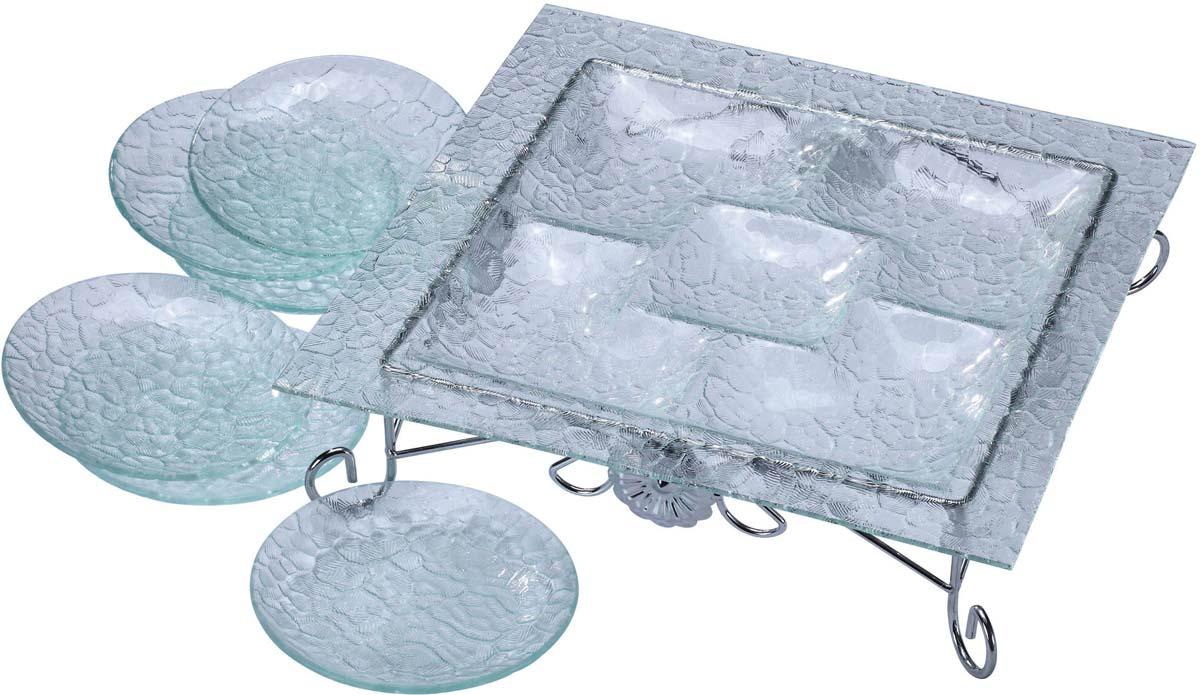 """Набор """"Bekker"""" состоит из менажницы на подставке и 6 тарелок. Изделия выполнены из высококачественного стекла и оформлены изысканным рельефом, который придает изделиям роскошный внешний вид. Менажница квадратной формы имеет 5 отделений для подачи различных закусок, соусов, салатов и т.д. Для менажницы предусмотрена металлическая подставка с хромированной поверхностью. Набор """"Bekker"""" красиво оформит сервировку стола и станет хорошим дополнением к коллекции столовой посуды. Идеальный вариант для торжественных случаев. Подходит для чистки в посудомоечной машине.    Размер менажницы: 36 см х 36 см. Высота менажницы (с подставкой): 9,5 см. Размер секции: 13 см х 13 см; 10 см х 10 см. Диаметр тарелки: 15 см."""