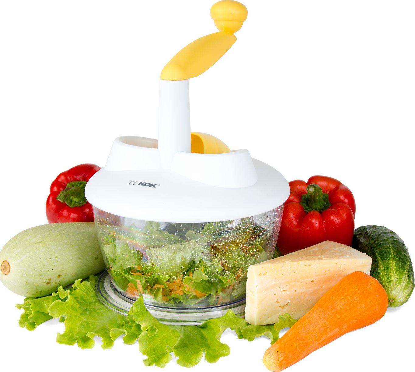 """Роторная терка """"Dekok"""" выполнена из пластика и оснащена тремя съемными  дисковыми насадками из нержавеющей стали. С помощью мультиротора вы сможете быстро и безопасно порезать  ломтиками, нашинковать, натереть в крупную, среднюю, мелкую и особо мелкую терку большое количество  овощей и фруктов.  Изделие оснащено контейнером, что позволяет наблюдать за степенью его наполнения. Нужно просто поместить  продукт в специальный контейнер с прессом и вращать ручку. Продукт расходуется  полностью, без остатков. Терка оснащена антискользящими упорами. Конструкция  легко разбирается для полноценной очистки. Специально сконструированная ручка-прижим не только защитит  ваши руки, но и позволит без остатка обработать даже самые мелкие кусочки овощей и фруктов.  Роторная терка """"Dekok"""" займет достойное место среди аксессуаров на  вашей кухне. Размер терки (с учетом ручки): 22 см х 22 см х 27 см.  Диаметр контейнера: 19 см. Высота стенки контейнера (без учета крышки): 10,5 см. Диаметр насадок: 12 см."""